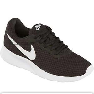 Nike Women's Tanjun Shoes 😍❤️